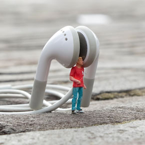 Slinkachu Continues Leaving His Little People On City