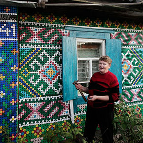 Russian Pensioner Uses 30,000 Bottle Caps to Decorate Her House