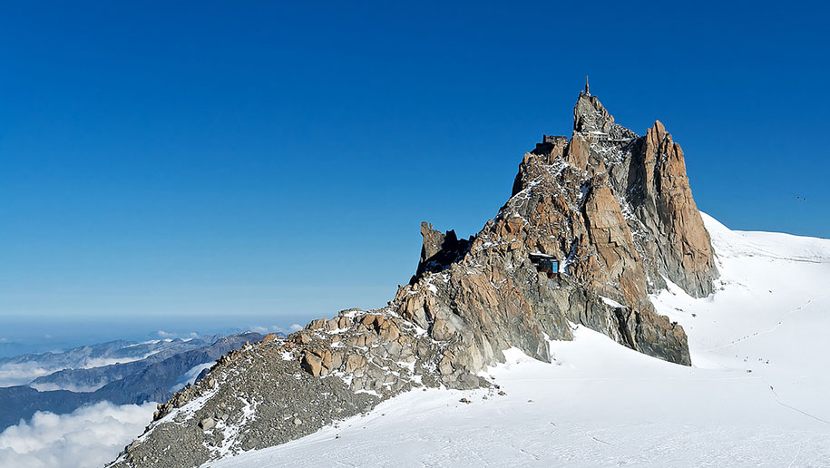 Glass Box On The Top Of Mont Blanc Opens Up A 3 396 Ft Of