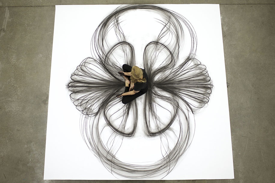 Modern Line Drawing Artists : Artist uses dance movements to create stunning charcoal