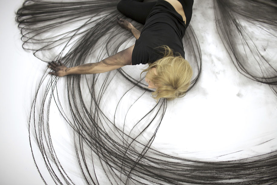 Contemporary Line Drawing Artists : Artist uses dance movements to create stunning charcoal