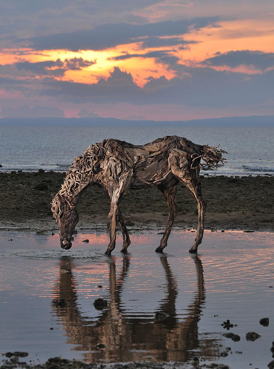 impressive driftwood horse sculptures by james doran webb. Black Bedroom Furniture Sets. Home Design Ideas