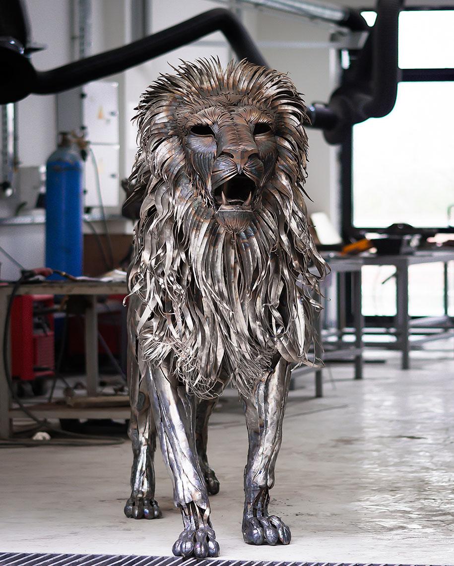 Kako se kalio čelik Lion-aslan-metal-sculpture-selcuk-y%C4%B1lmaz-2