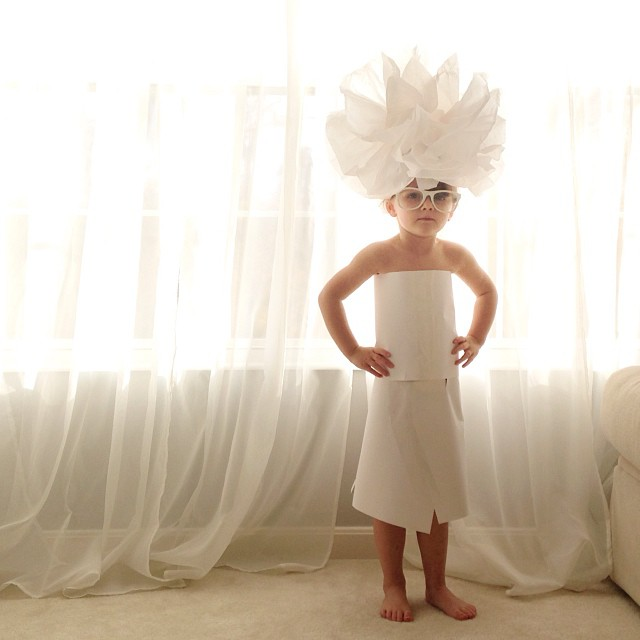 263524da98f1b 4-Year Old Girl Creates Stylish Paper Dresses Together With Her Mother