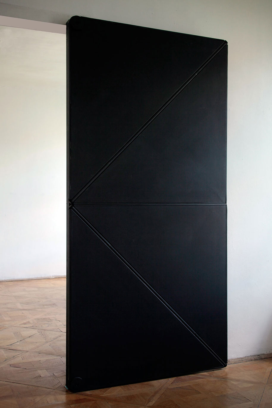 austrian artist reinvents door with innovative 4 folding triangle design. Black Bedroom Furniture Sets. Home Design Ideas