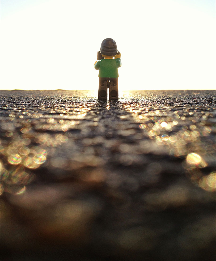 This Guy Spends Days Following This Tiny LEGOgrapher - Guy photographs his girlfriend as they travel the world