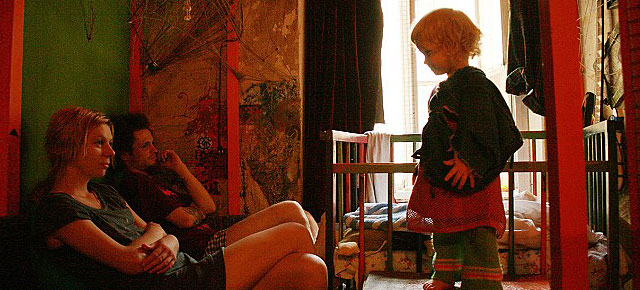 Photographer Captures The Daily Life Of A Girl Growing Up With Drug ...