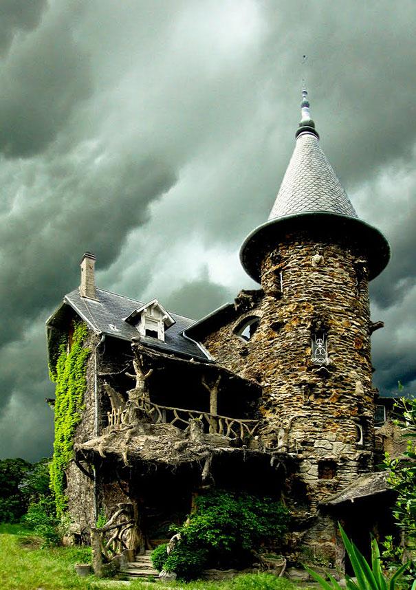 17 of the most dreamlike houses on earth - La maison des contes de fees ...