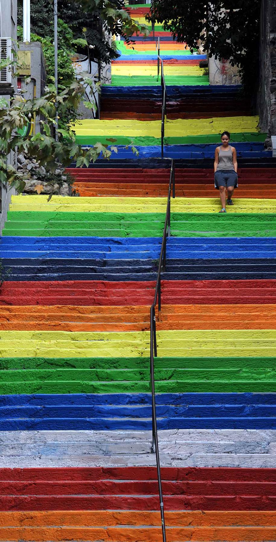 Картины и картинки - Страница 7 Creative-beautiful-steps-stairs-street-art-17