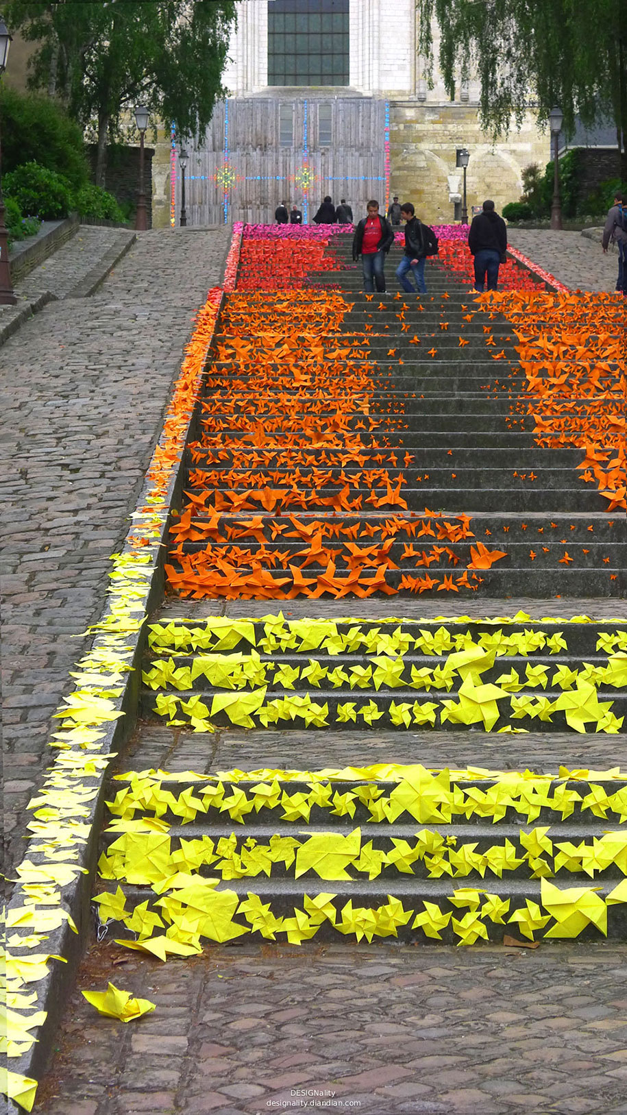 Картины и картинки - Страница 7 Creative-beautiful-steps-stairs-street-art-18