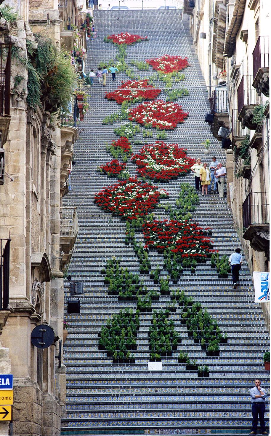 Картины и картинки - Страница 7 Creative-beautiful-steps-stairs-street-art-8