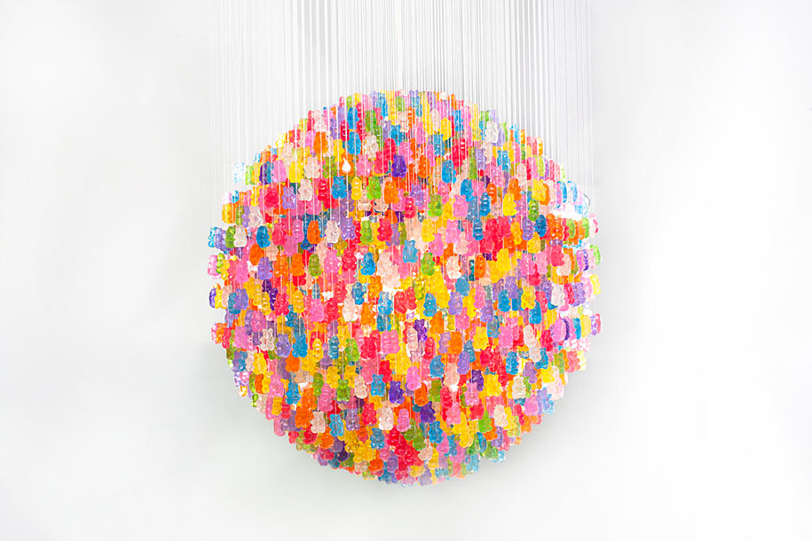 21 diy lamps and chandeliers made of everyday objects 4 gummy bear chandelier solutioingenieria Images