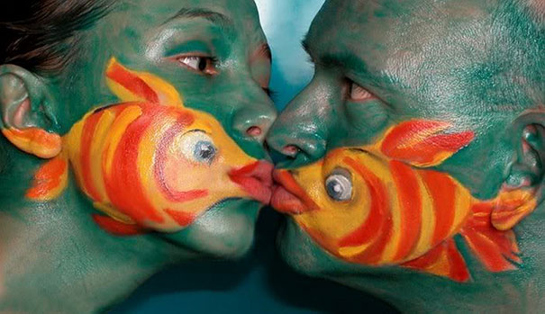 22 masterful body paintings that disguise humans as animals for Fish vagina tattoo