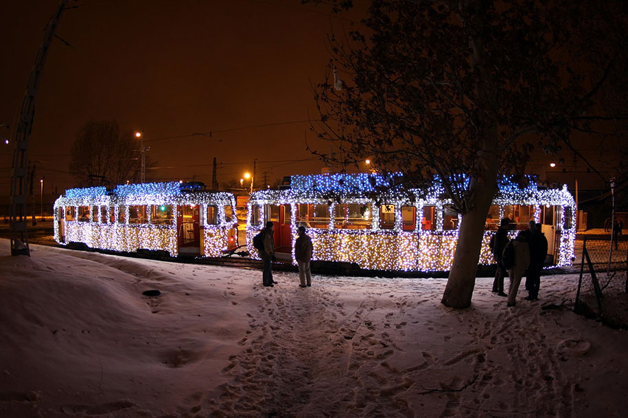 christmas-tram-budapest-led-lights-long-exposure-1