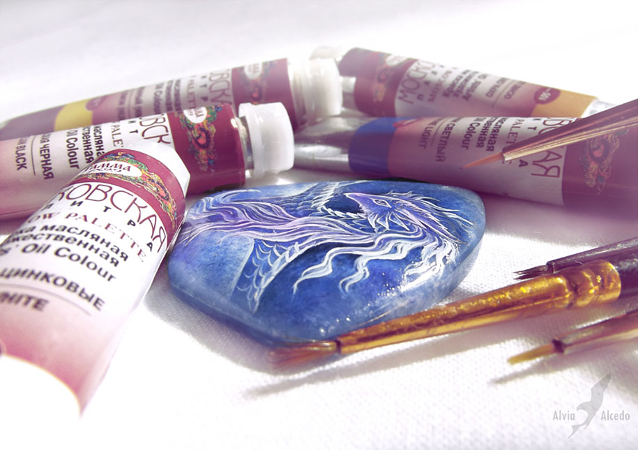 fantasy-creatures-stone-painting-necklaces-alvia-alcedo-4