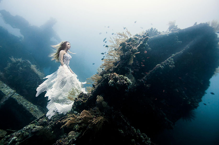underwater-photography-shipwreck-bali-benjamin-von-wong-6