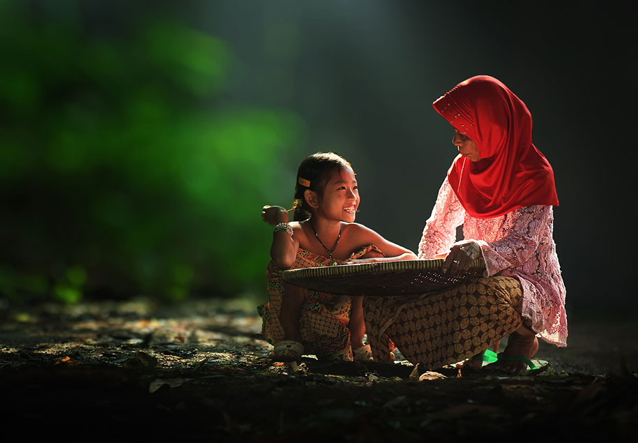 Everyday Lives Of Villagers In Indonesia Captured In Heartwarming Photos