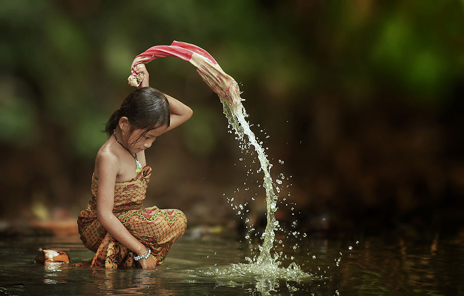 Everyday Lives Of Villagers In Indonesia Captured In Heartwarming