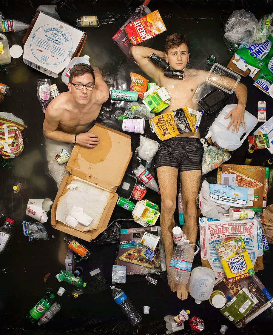 7-days-of-garbage-environmental-issues-photography-gregg-segal-4