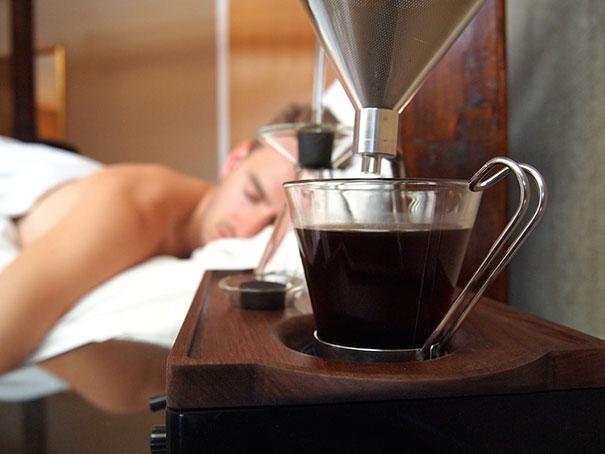 barisieur-alarm-clock-coffee-maker-joshua-renouf-2