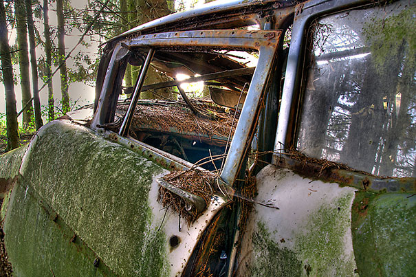 chatillon-car-graveyard-abandoned-cars-vehicle-cemetery-12