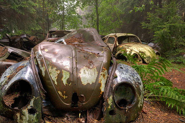 chatillon-car-graveyard-abandoned-cars-vehicle-cemetery-rosanne-de-lange-2