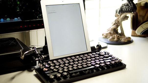 qwerkywriter-vintage-mechanical-typewriter-qwerkytoys-4
