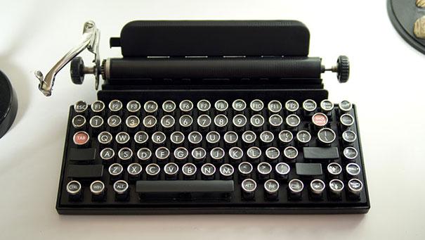 qwerkywriter-vintage-mechanical-typewriter-qwerkytoys-5