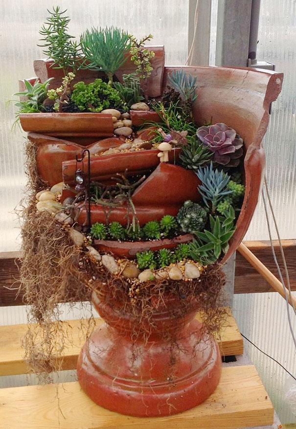 diy-broken-pot-fairy-garden-1