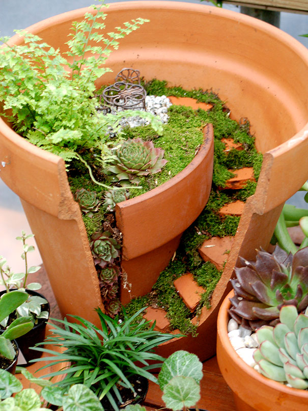 diy-broken-pot-fairy-garden-15