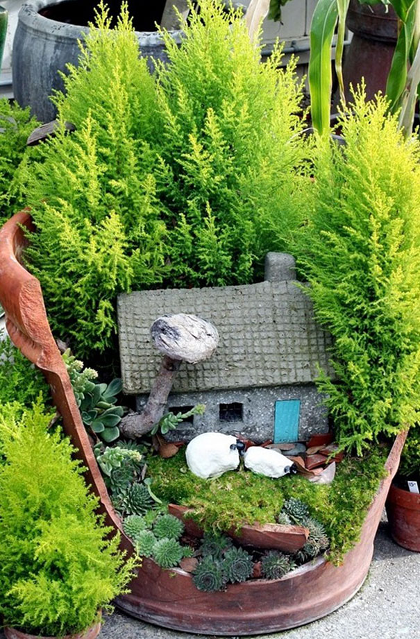 diy-broken-pot-fairy-garden-2