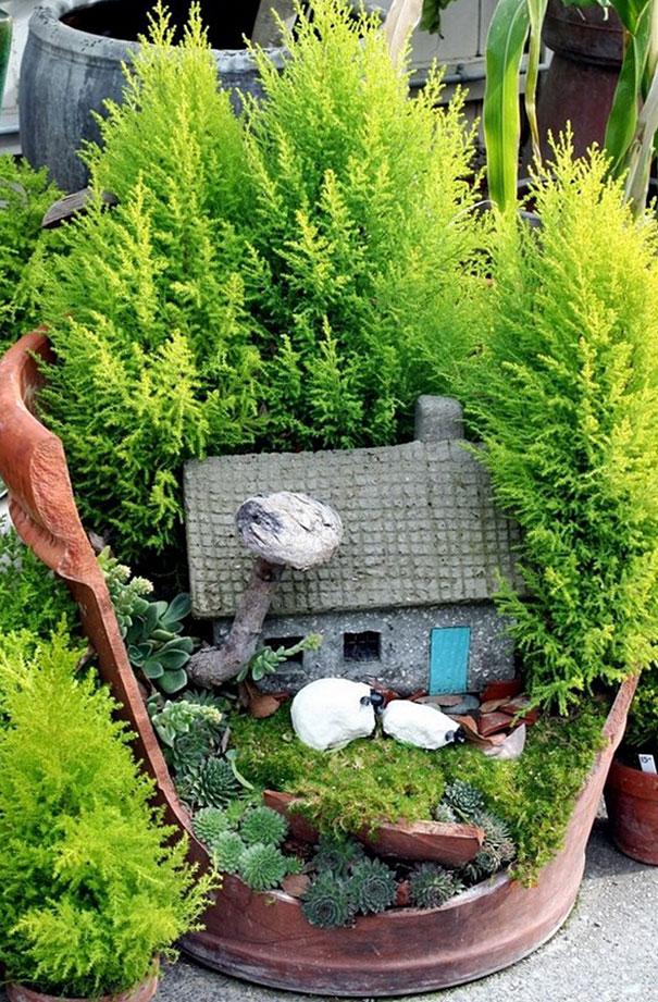 diy-broken-pot-fairy-garden-2
