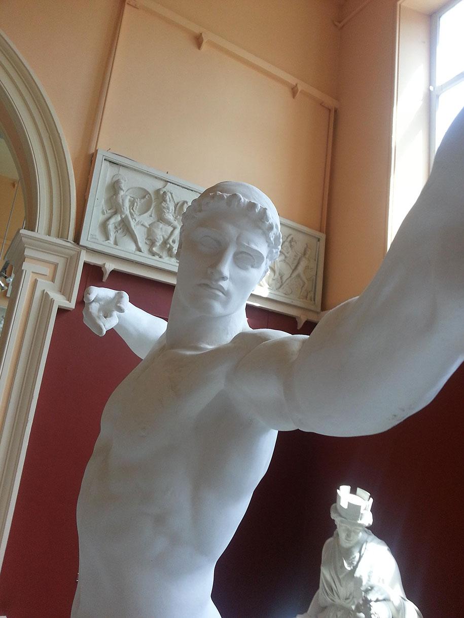 greco-roman-statue-selfies-1