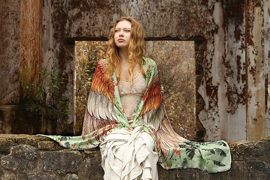 handmade-birds-wings-feather-scarves-shovava-1