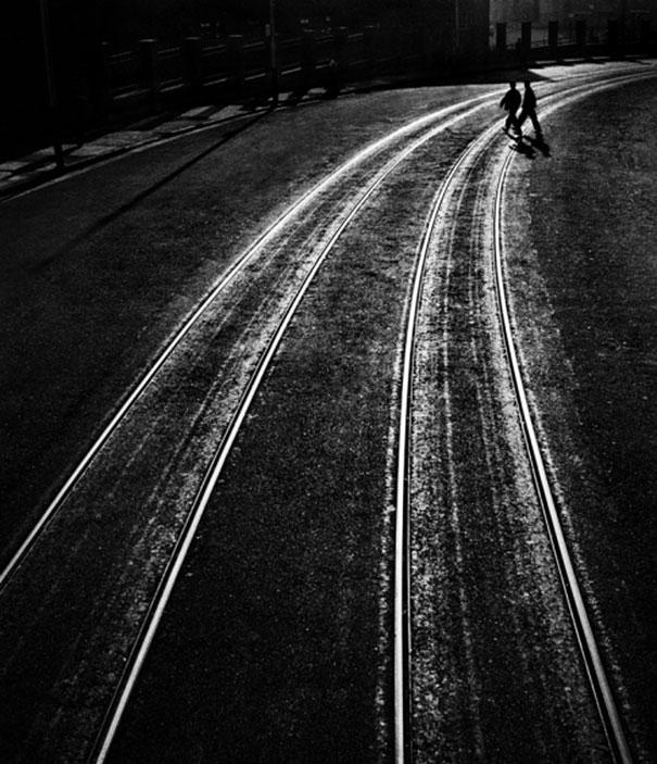 hong-kong-black-and-white-street-photography-ho-fan-17