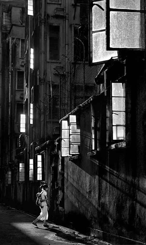 hong-kong-black-and-white-street-photography-ho-fan-28