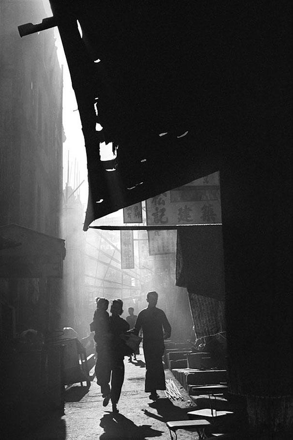 hong-kong-black-and-white-street-photography-ho-fan-3