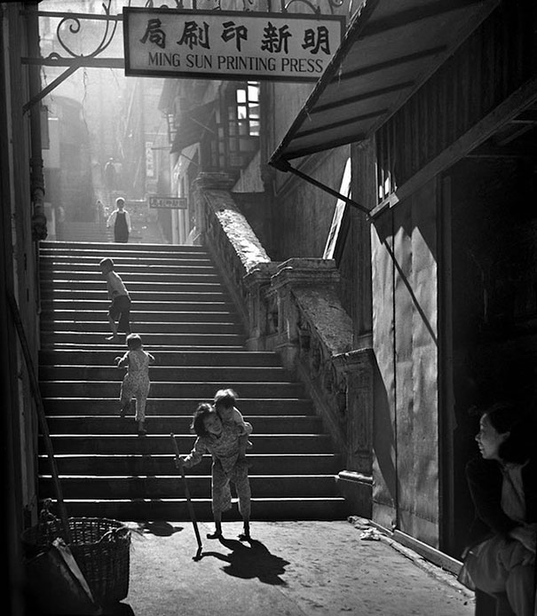 hong-kong-black-and-white-street-photography-ho-fan-30