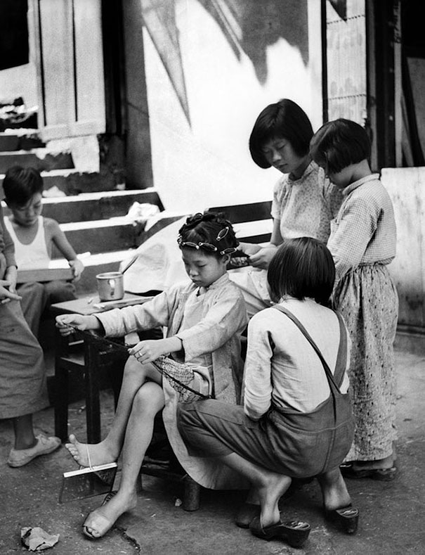 hong-kong-black-and-white-street-photography-ho-fan-5