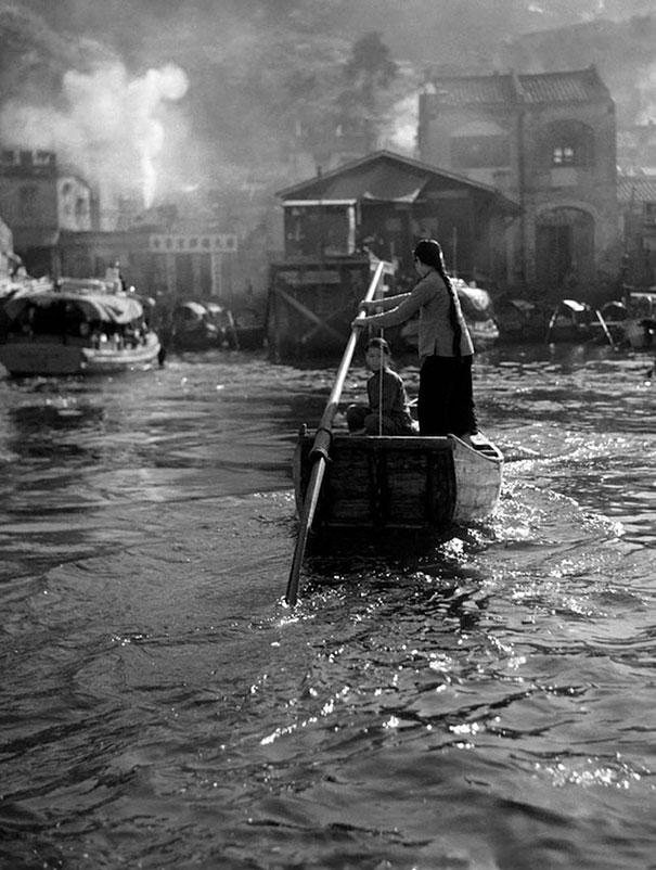 hong-kong-black-and-white-street-photography-ho-fan-9