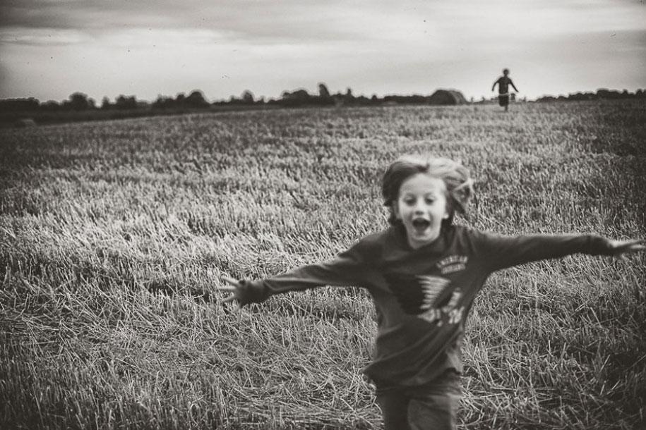summertime-countryside-children-photography-izabela-urbaniak-18