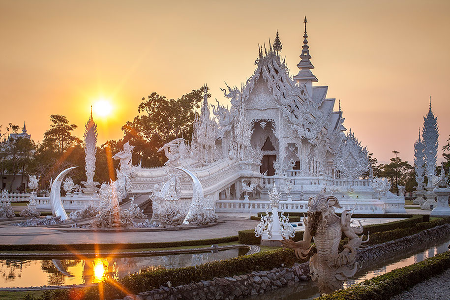 white-temple-wat-rong-khun-buddhist-thailand-architecture-1