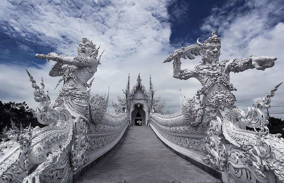 white-temple-wat-rong-khun-buddhist-thailand-architecture-4