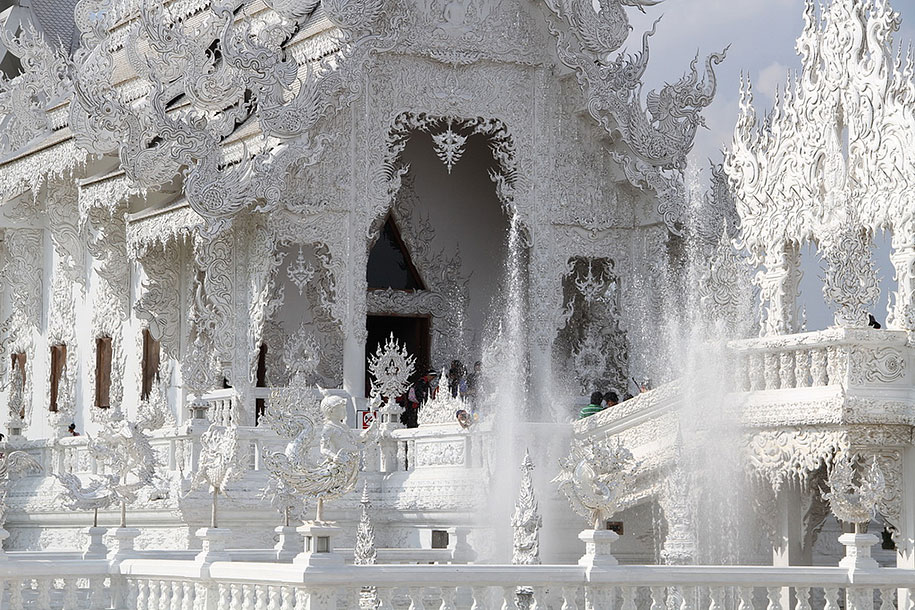 white-temple-wat-rong-khun-buddhist-thailand-architecture-8