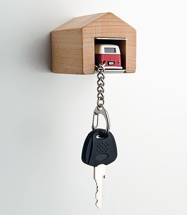 wooden-garage-car-keys-holder-andre-rumann-1