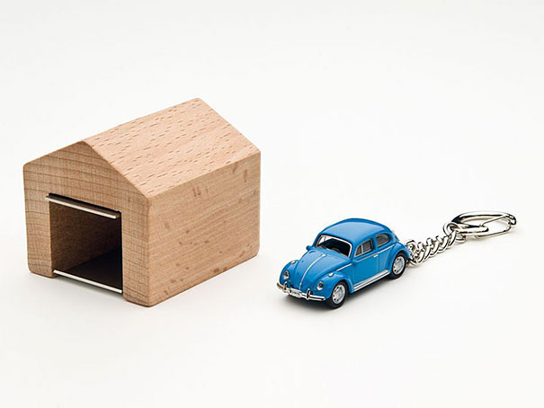 wooden-garage-car-keys-holder-andre-rumann-2