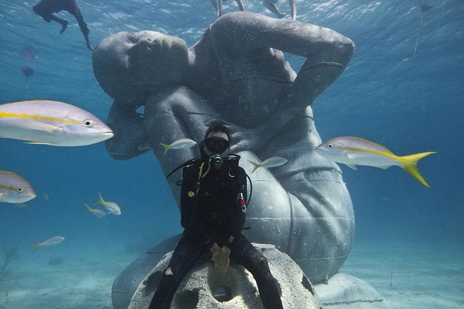 ocean-atlas-underwater-sculpture-bahamas-jason-decaires-taylor-7