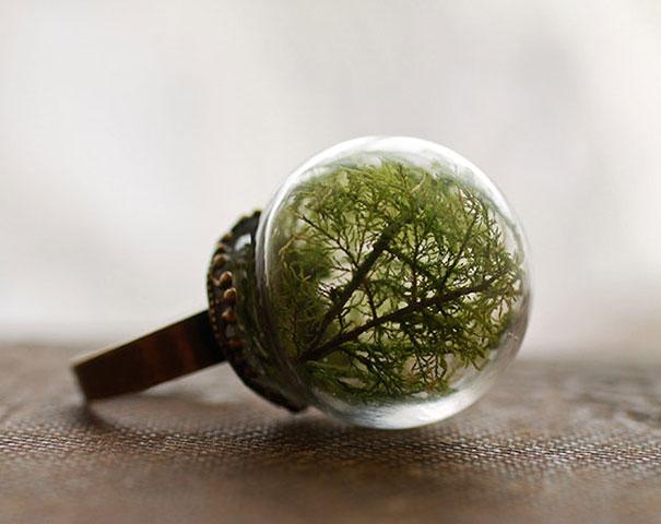 glass-globe-terrarium-ring-designs-11 - 25 Magical Glass Globe Rings With Miniature Worlds Inside