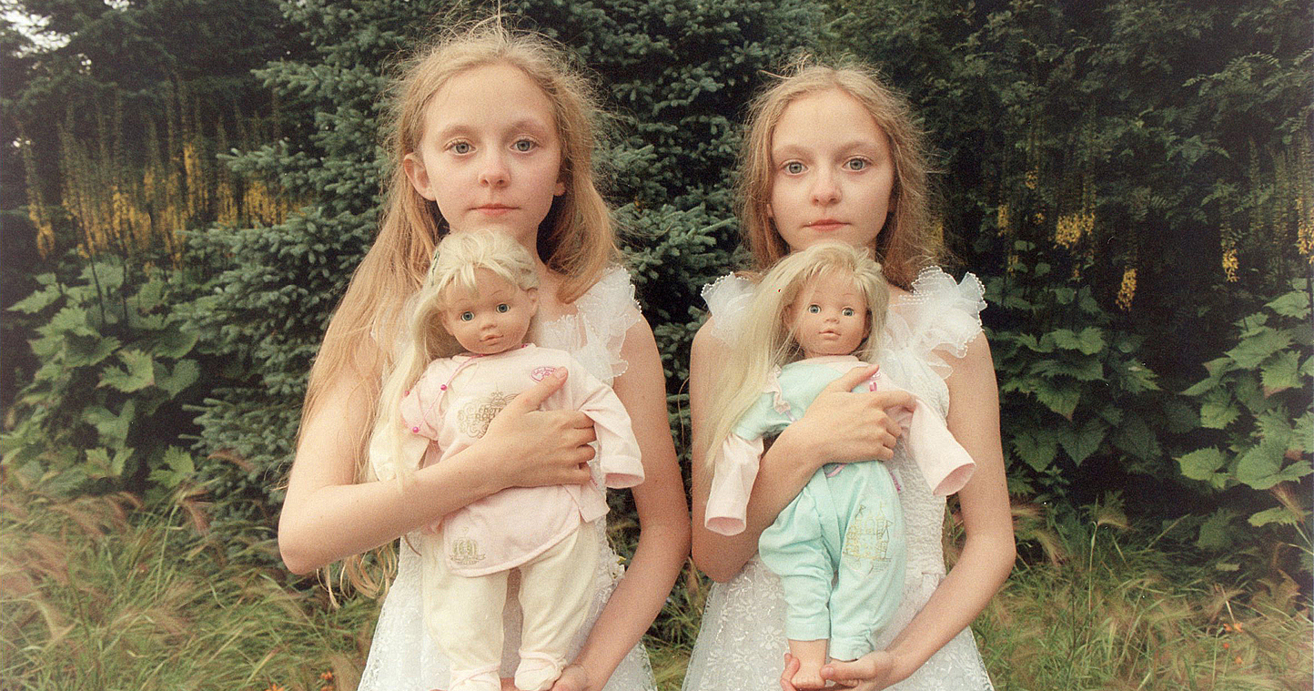 Icelandic Twin Girls Erna  Hrefna In Mysterious Photos By Ariko Inaoka  Demilked-3610