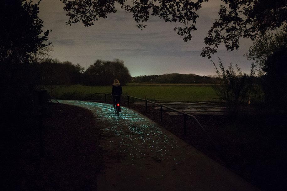 led-glowing-van-gogh-bicycle-path-nuenen-netherlands-daan-roosegaarde-1